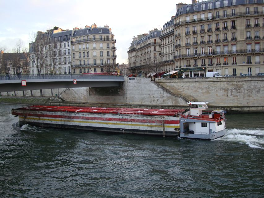 http://www.aparisguide.com/seine/Paris-riverseine8.jpg